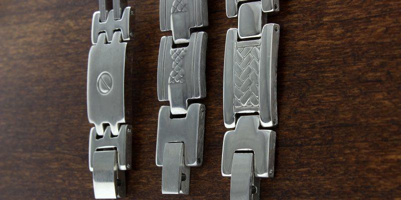 Les bijoux en acier en vogue
