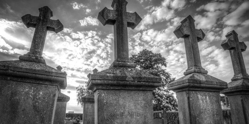 Comment choisir entre l'inhumation ou la crémation ?