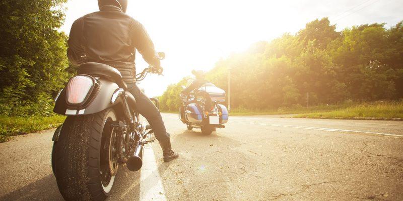 Comment s'équiper pour faire de la moto?