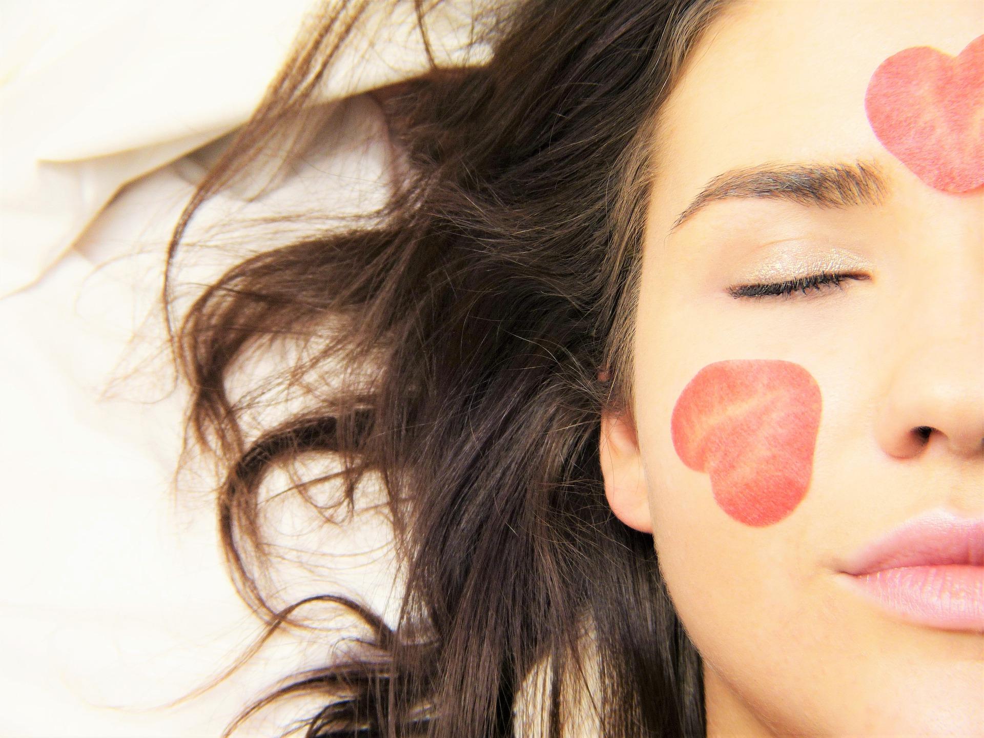 Comment prendre soin de mon visage pour lutter contre les effets du temps ?